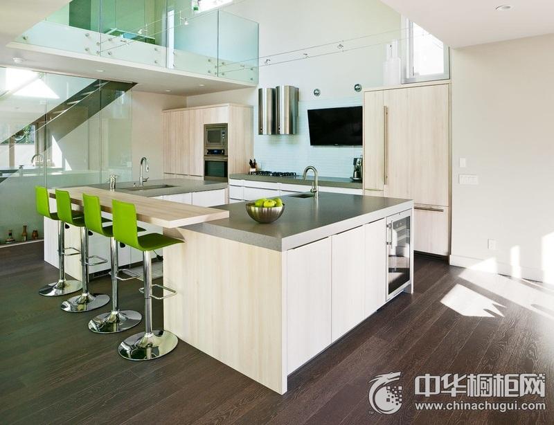 别墅厨房原木色岛型橱柜图片 原木色橱柜装修效果图