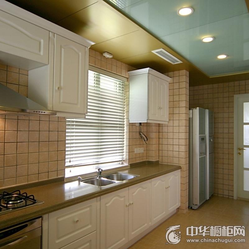 三居室简欧风厨房橱柜装修效果图 一字型整体橱柜效果图
