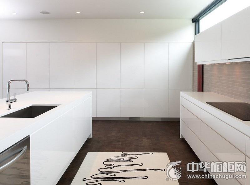 大户型厨房白色橱柜装修效果图 白色岛型橱柜效果图