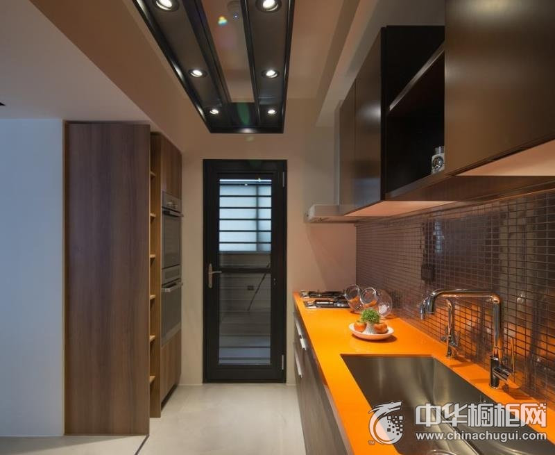 混搭厨房一字型整体橱柜效果图 一字型橱柜装修效果图
