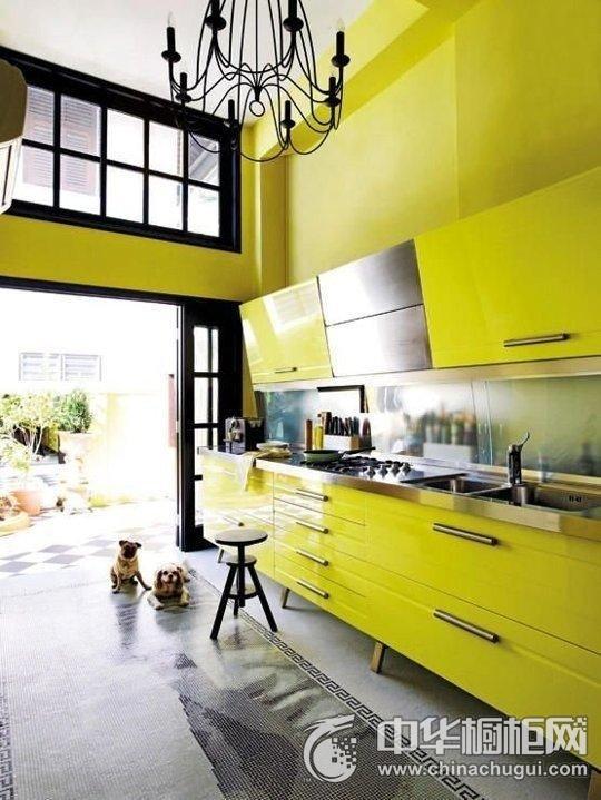 厨房明黄色整体橱柜图片 黄色橱柜装修效果图片