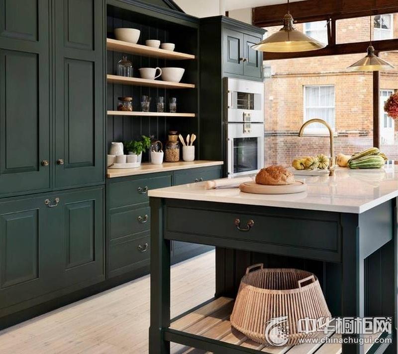 美式乡村厨房深蓝色橱柜装修效果图 打造自然柔和质感