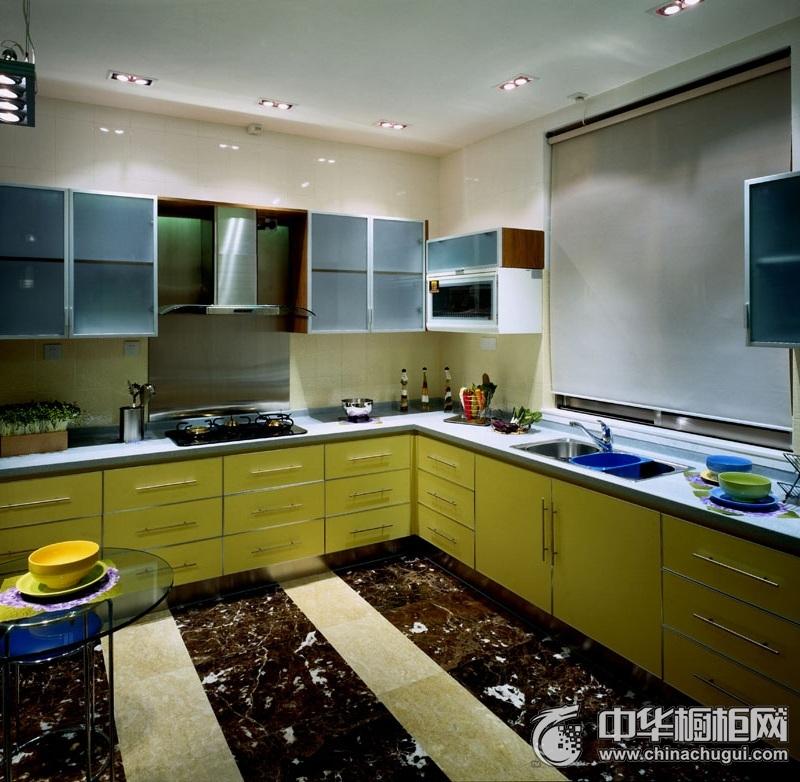 美式三居黄色橱柜装修效果图 整体空间搭配合宜