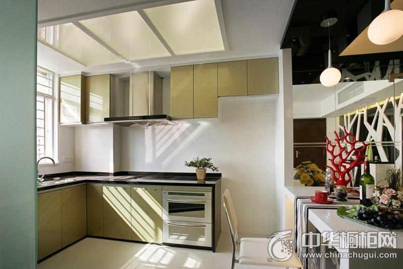 现代简约厨房淡黄色橱柜效果图 提升都市生活的精致度