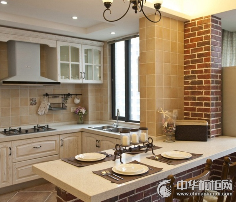 三居室简美风厨房橱柜装修效果图  无处不露奢华风采