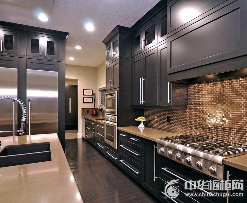 现代简约风黑色橱柜装修效果图 大户型厨房整体橱柜效果图