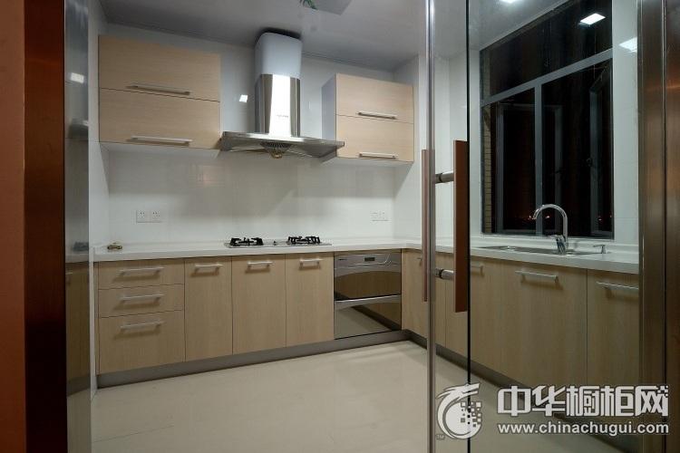 两居厨房原木色橱柜装修效果图 浅色整体橱柜效果图