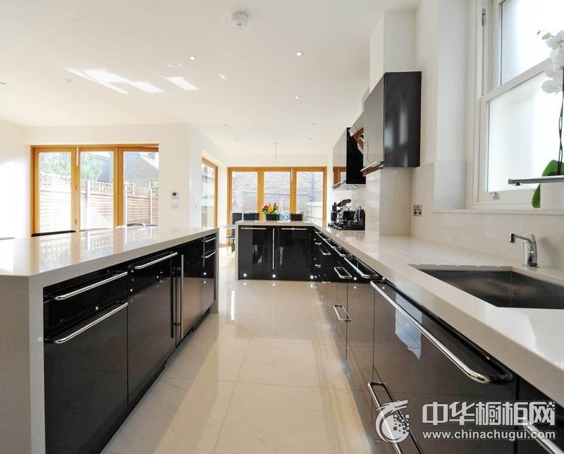 现代风格厨房黑色橱柜装修效果图  黑色橱柜效果图