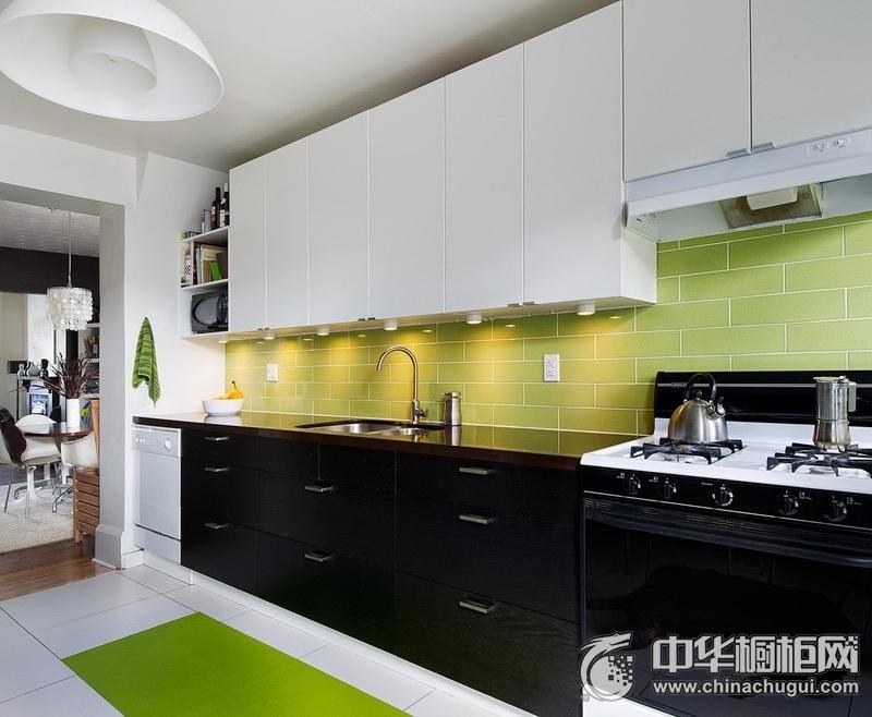 现代简约风烤漆橱柜装修效果图 黑色橱柜装修效果图