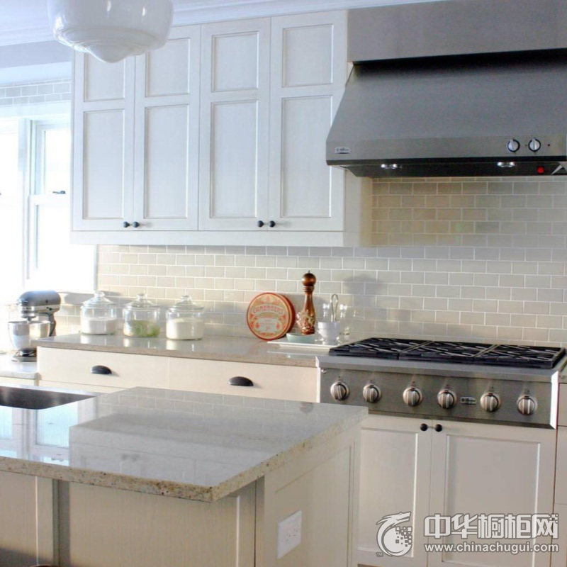 白色欧式风格小户型厨房橱柜装修实景图 白色橱柜图片