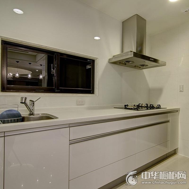 简约风格白色烤漆橱柜效果图 厨房橱柜装修实景图