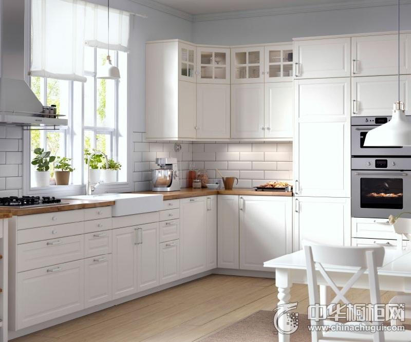 田园风格白色厨房橱柜装修实景图 L型整体橱柜装修图片