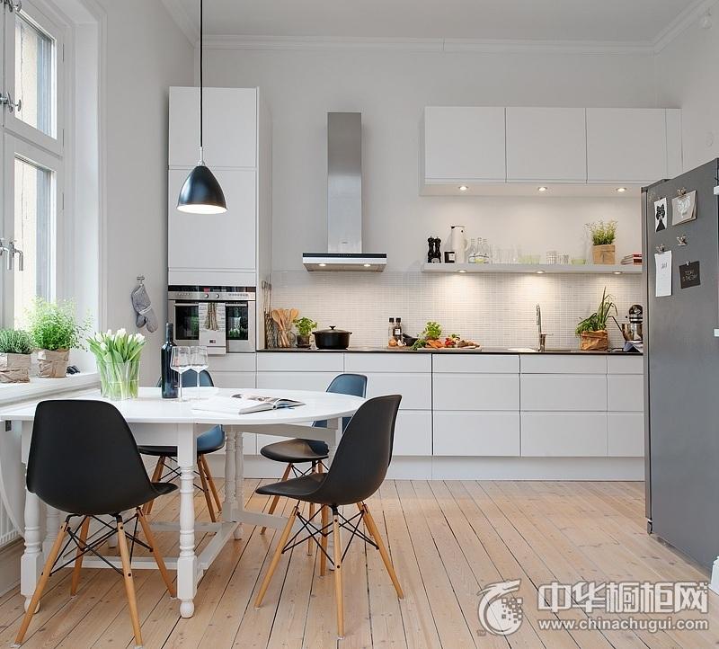 北欧风格清新厨房一字型整体橱柜装修实景图