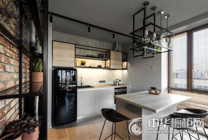 现代工业风厨房橱柜装修实景图 方便日常取用