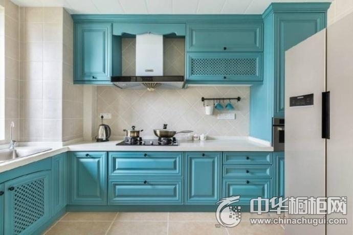 地中海风格厨房蓝色橱柜装修设计图 每一处空间都利用起来