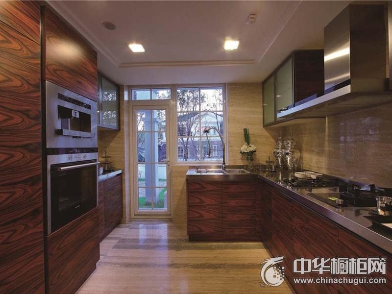 厨房深色木纹整体橱柜装修效果图 狭小空间合理利用不浪费