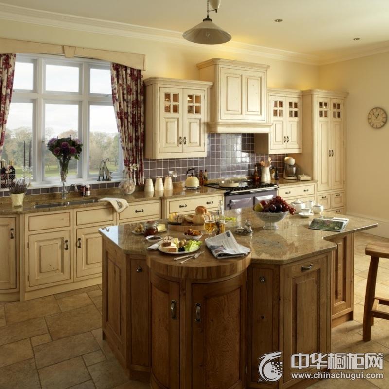 欧式别墅厨房橱柜装修效果图 整体空间明亮通透