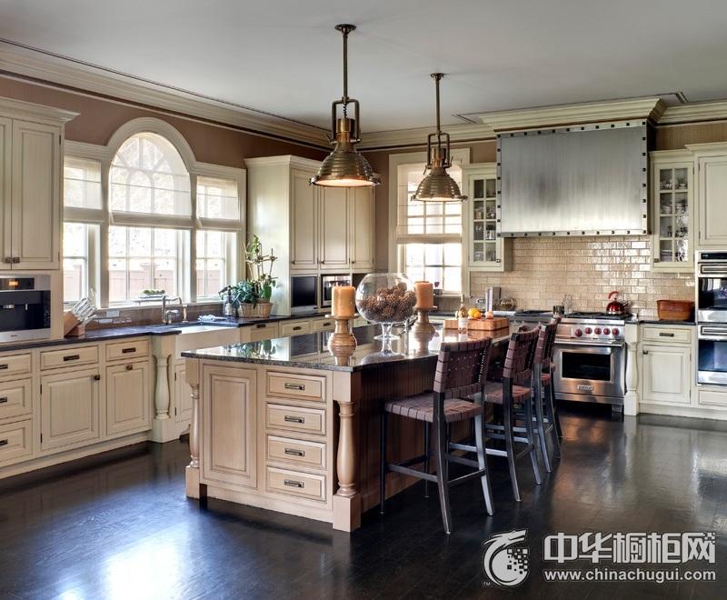 美式乡村风格厨房中岛台橱柜装修效果图 橱柜设计棱角