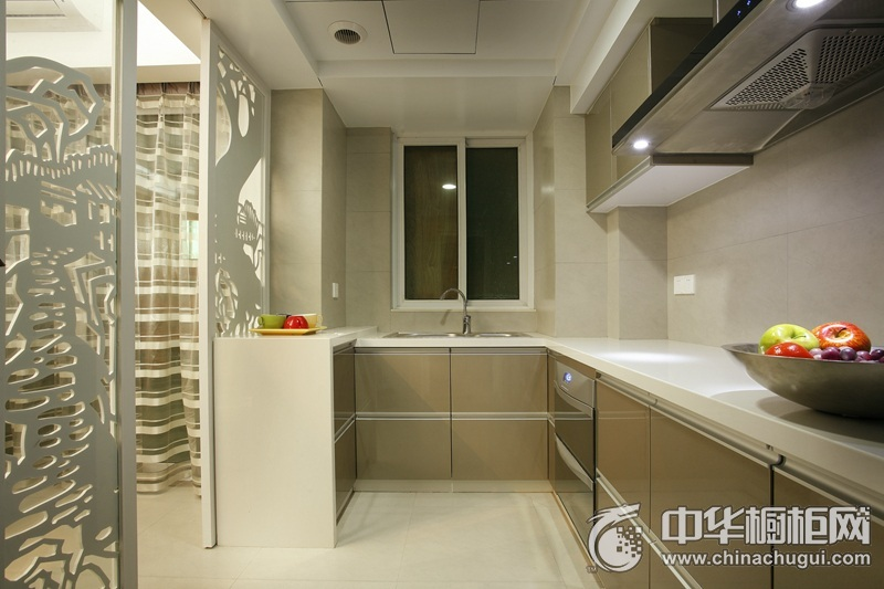 现代简约风格三居灰色橱柜装修效果图 让厨房更为整洁美观
