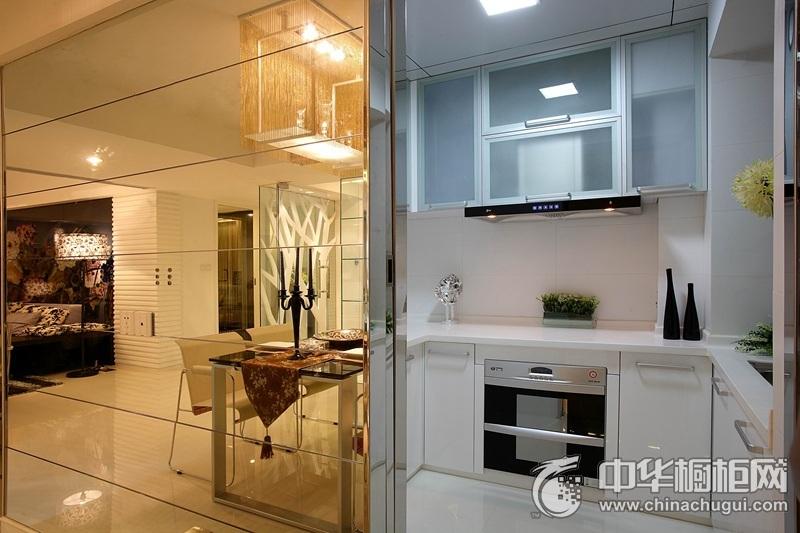 浪漫简欧三居白色橱柜装修图 打造明亮纯净的厨房空间