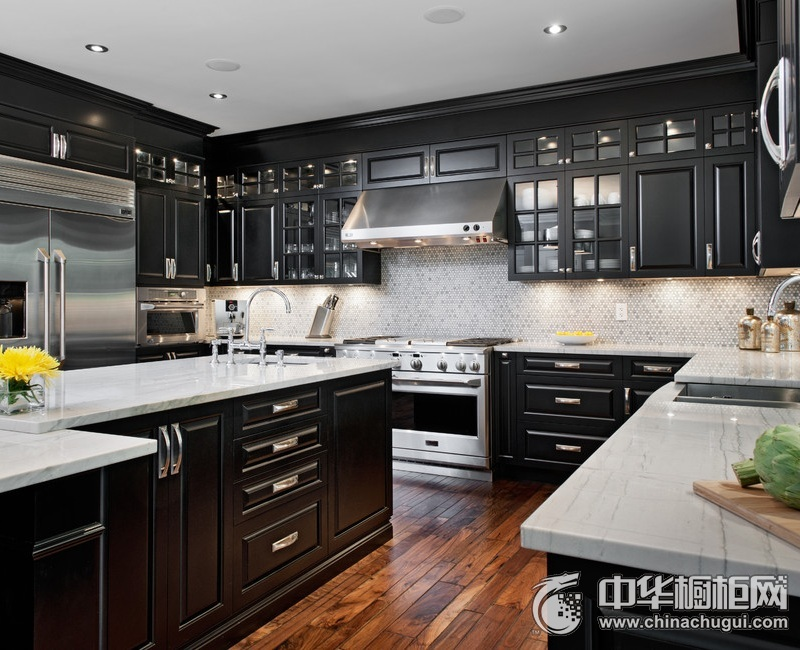 美式别墅厨房黑色系整体橱柜图片 尽享轻快的烹饪时光