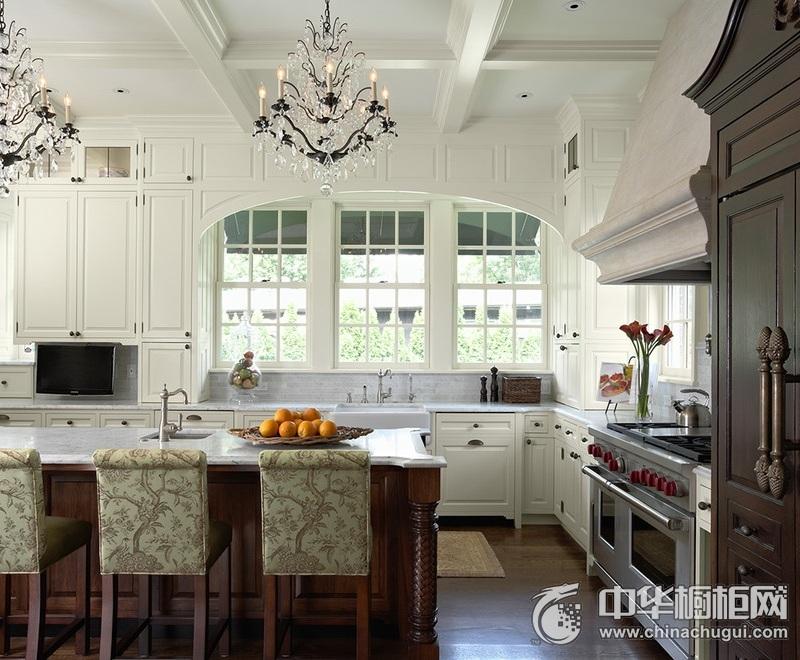 欧式风别墅厨房橱柜装修效果图 白色整体橱柜效果图