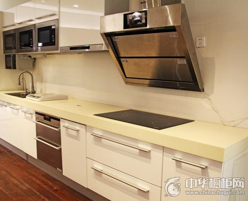 简洁厨房一字型橱柜装修效果图 空间明亮时尚