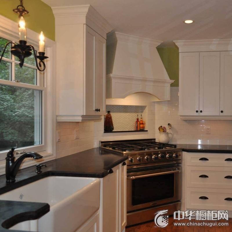 142㎡四居室厨房黑色台面橱柜效果图 橱柜装修效果图