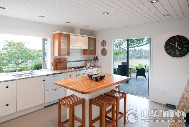 北欧风格自然环保厨房橱柜装修实景图 白色整体橱柜图片