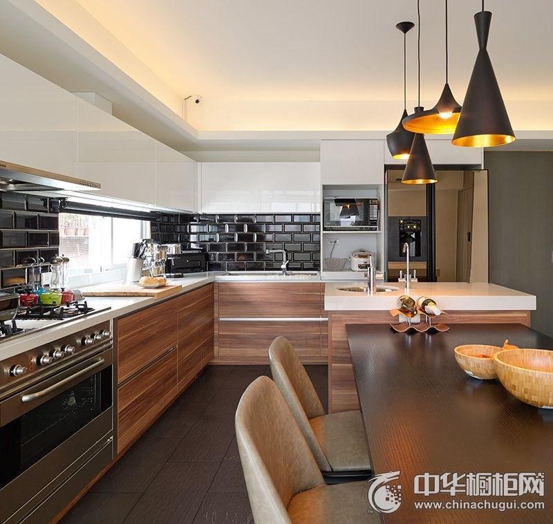 美式风格咖啡色厨房空间橱柜装修实景图 木纹整体橱柜图片