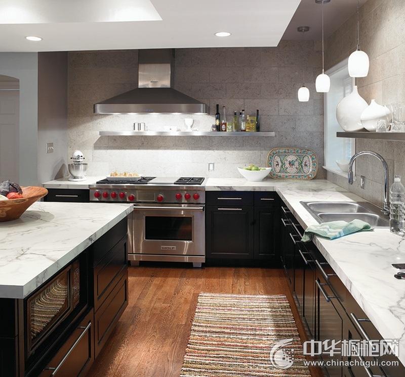 美式风格厨房岛型橱柜装修实景图 黑色整体橱柜效果图
