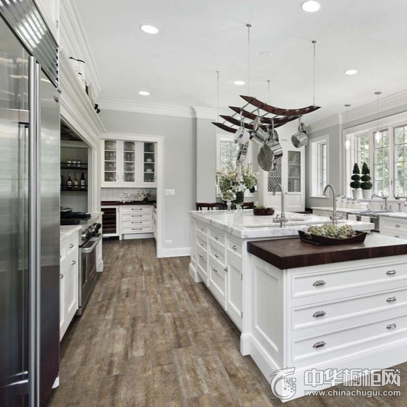欧式风格白色基调厨房橱柜装修设计 白色整体橱柜装修图片