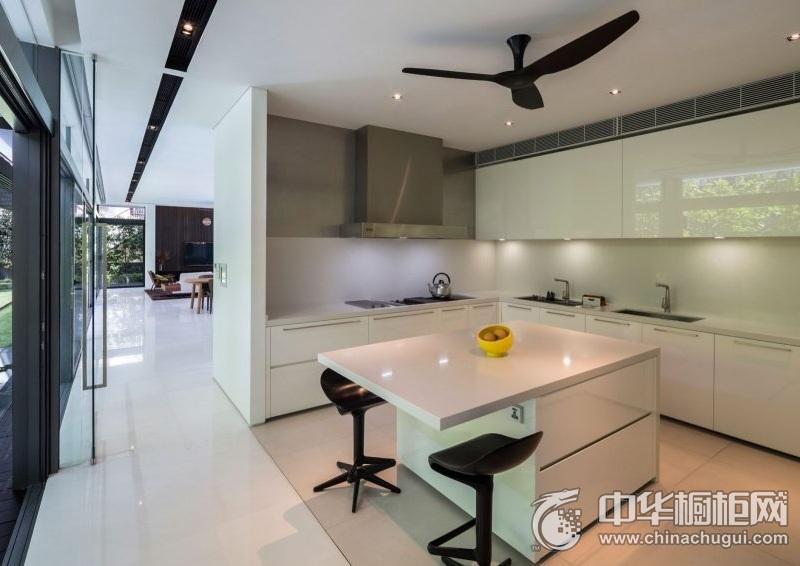 现代风格简洁厨房烤漆橱柜设计效果图 白色烤漆橱柜效果图