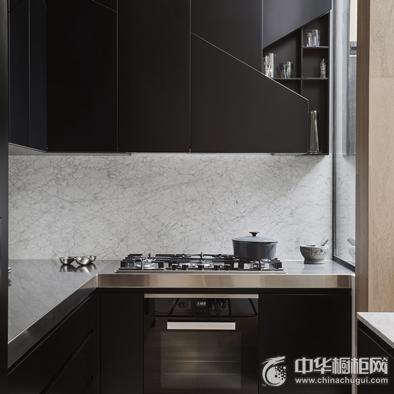 黑色简洁现代风格厨房橱柜装修设计 小户型黑色橱柜图片