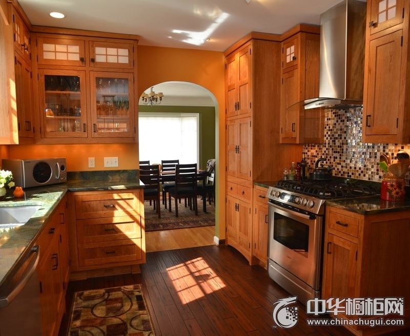 新古典风厨房实木橱柜装修效果图 实木橱柜设计效果图