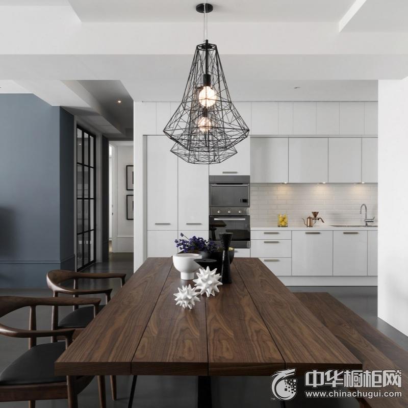 北欧风格白色厨房橱柜装修实景图 白色整体橱柜图片