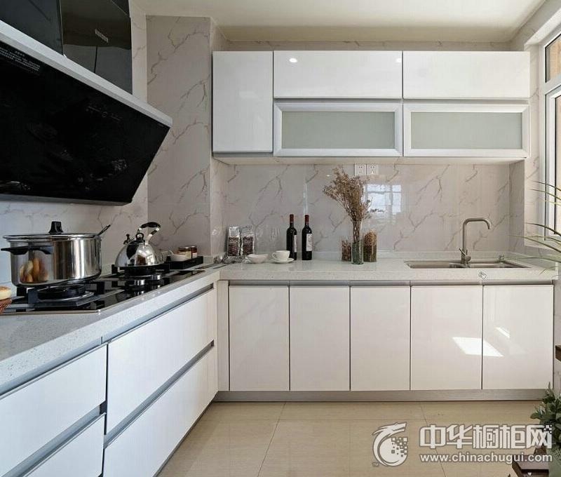 简约风格白净厨房烤漆橱柜装修效果图 白色整体橱柜效果图