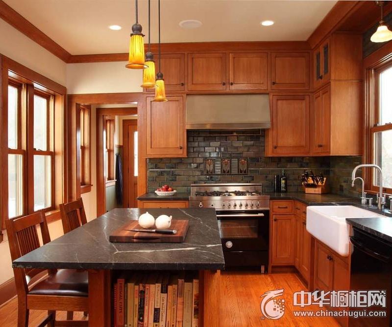 美式风格咖啡色厨房橱柜装修实景图 实木整体橱柜效果图