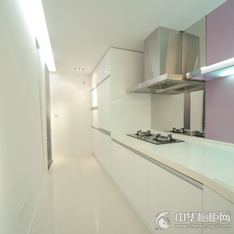 小户型厨房白色烤漆橱柜效果图 白色简约风格橱柜效果图