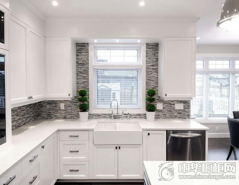 简欧风格白色橱柜装修效果图 厨房白色橱柜效果图