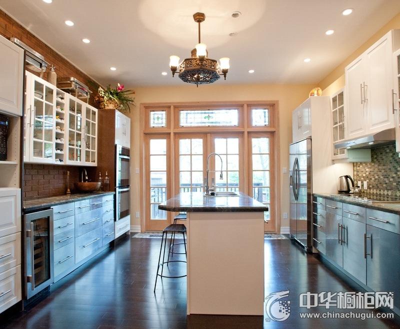 美式风格简洁家居厨房橱柜装修实景图 U型整体橱柜效果图