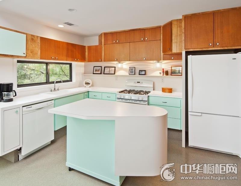 现代简约风格白色岛型橱柜装修实景图 白色橱柜图片