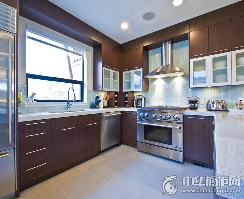 美式风格咖啡色厨房橱柜装修实景图 L型整体橱柜效果图