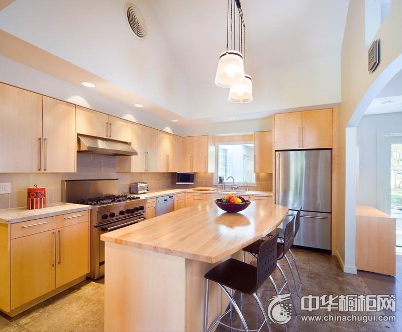 整洁厨房实木整体橱柜装修实景图 开放式厨房整体橱柜图片